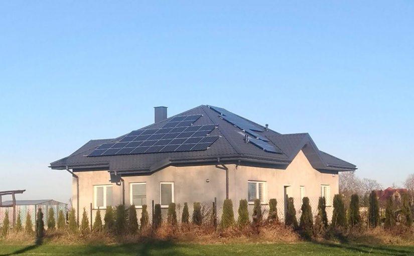 Wielkość produkcji elektrowni słonecznej w różnych miesiącach roku.